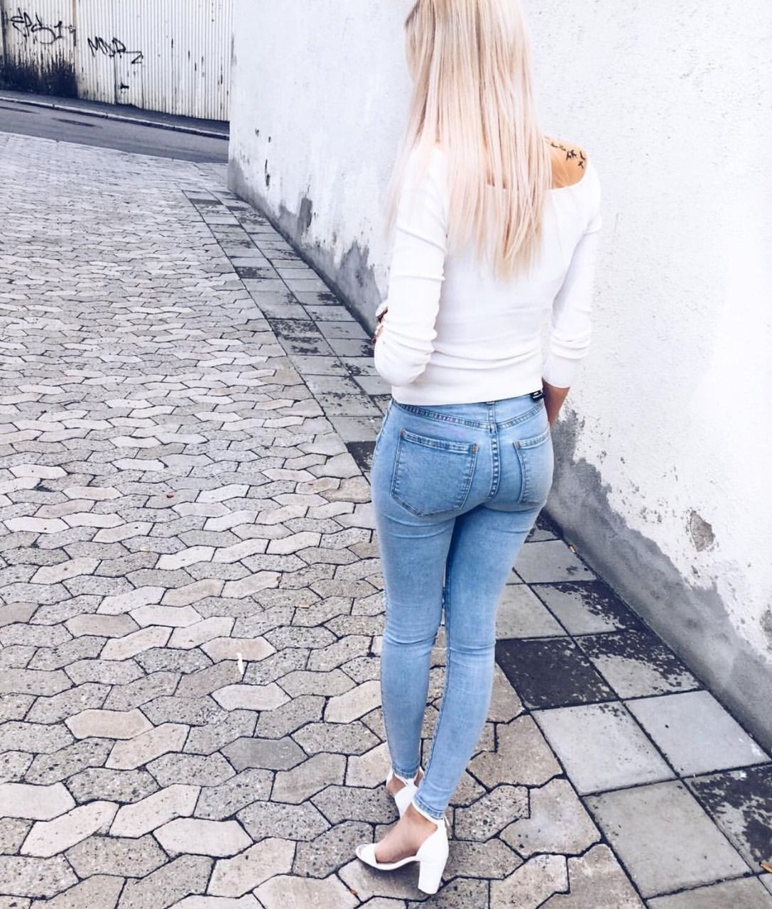 Slim vs. Straight Jeans